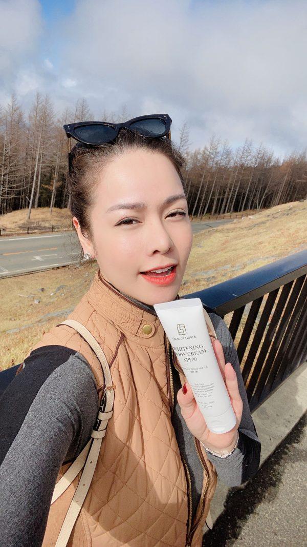 Kem Trắng Da Body Tức Thì Whitening Body Cream SPF30 Laura Sunshine Nhật Kim Anh 120ml