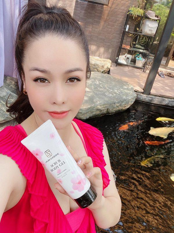 Tẩy tế bào chết body 200ml Laura Sunshine Nhật Kim Anh